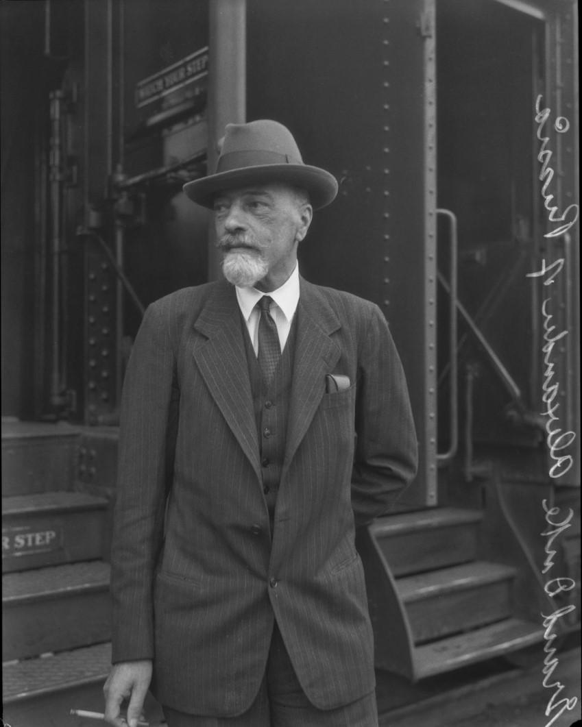 1930. Великий князь Александр Михайлович по прибытии на вокзал, Лос-Анджелес