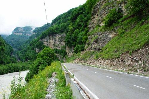 Дорога в Безенгийское ущелье