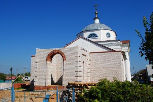 Строительство новой колокольни храма Всех святых в Максатихе