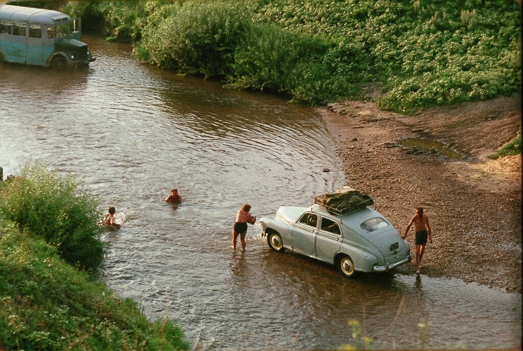 Купание близ Орла. 1964