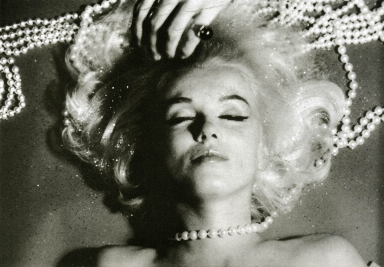 an introduction to the life of marilyn monroe When marilyn monroe died from a barbiturate overdose on aug 5, 1962, devastated fans searched for a way to cope life magazine, whose cover monroe had graced six times, offered up a tribute in a.