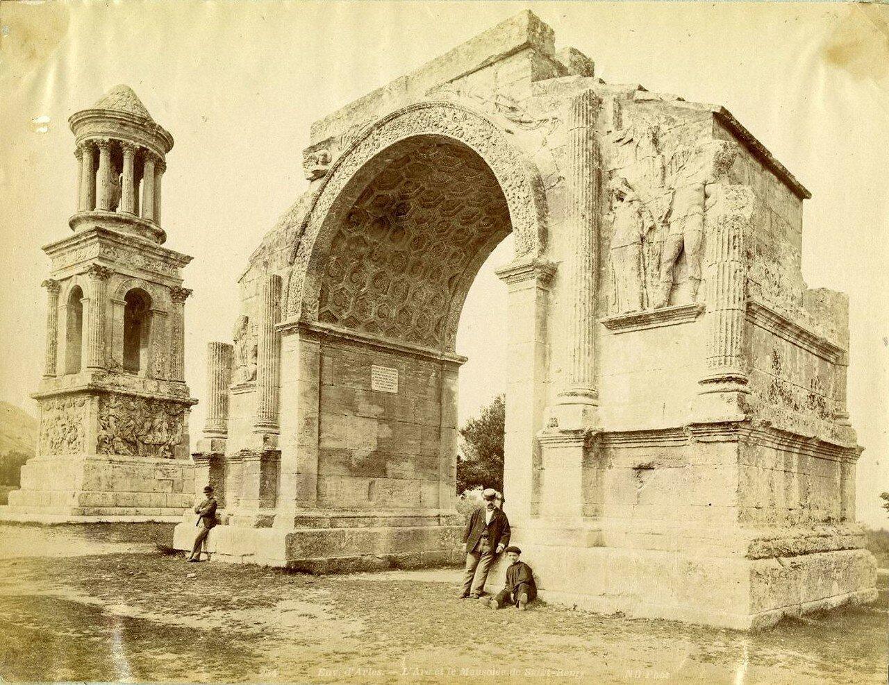 Окрестности Арли. Мавзолей Юлиев и Триумфальная арка