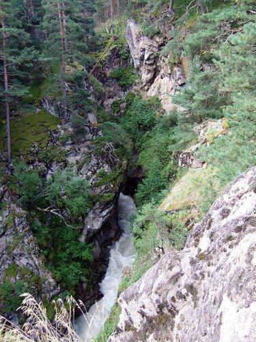 Горная река в ущелье Адыр-Су
