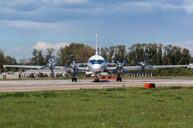 Ильюшин Ил-18Д (RF-75496) D800451a