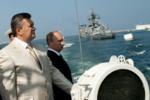 Янукович на параде ВМФ в Крыму.png