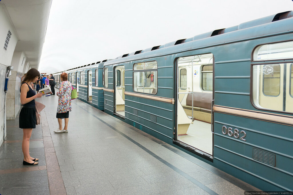 Поезда ходили только до Проспекта Мира с севера и Октябрьской с юга