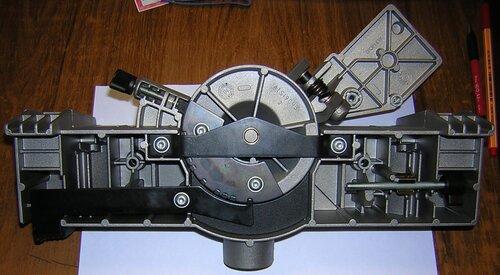 Bosch GFS 350 E — пильный стол KT 60, вид снизу