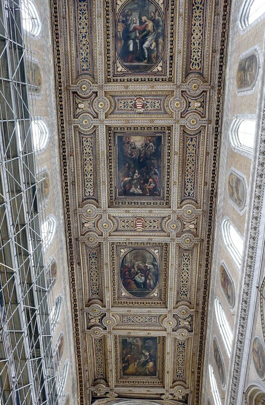 Naples. Cathedral of the assumption of St. Mary (Duomo, Cathedral of the Holy Januarius). Interiors