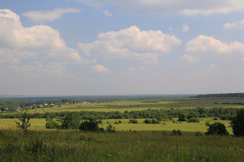 Пейзаж с видом с горы на Чирки и берег Вятки