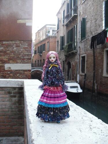 j-doll-olga-venezia-9nov2011-1