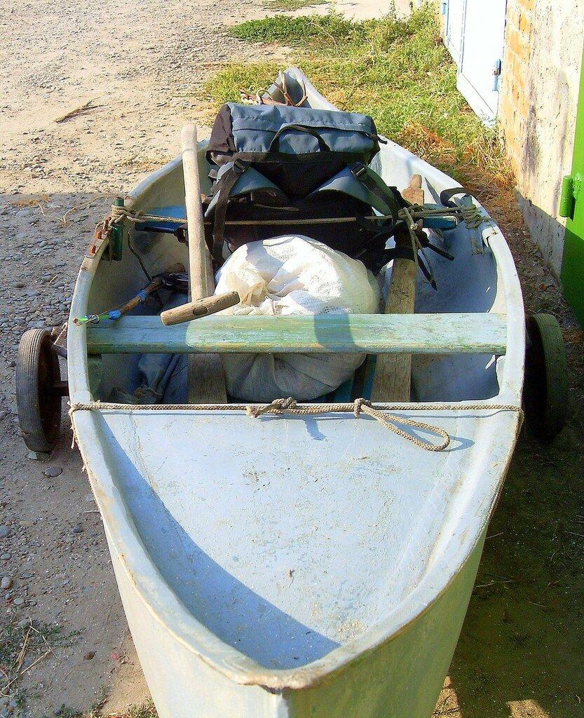 В походе лодочном, сентябрь, лодка в готовности на воду...