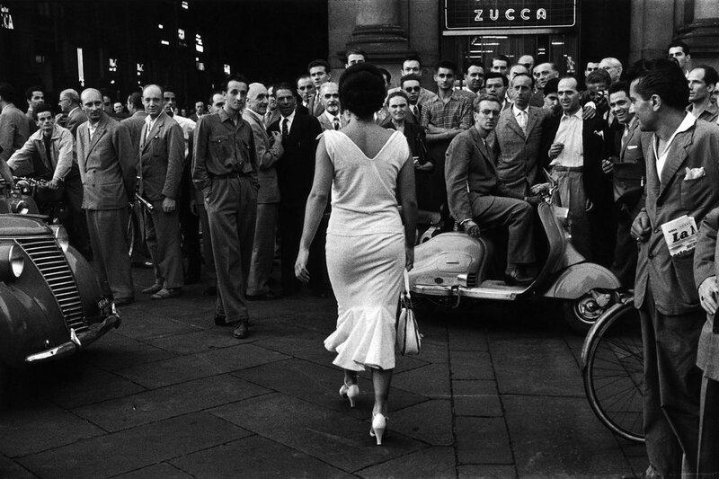 Mario De Biasi, Gli italiani si voltano, Milano, 1954