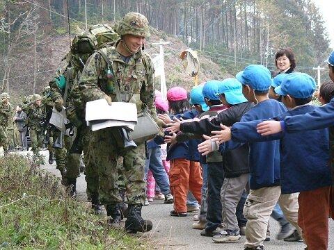 Силы Самообороны Японии надежда и опора мирного населения.