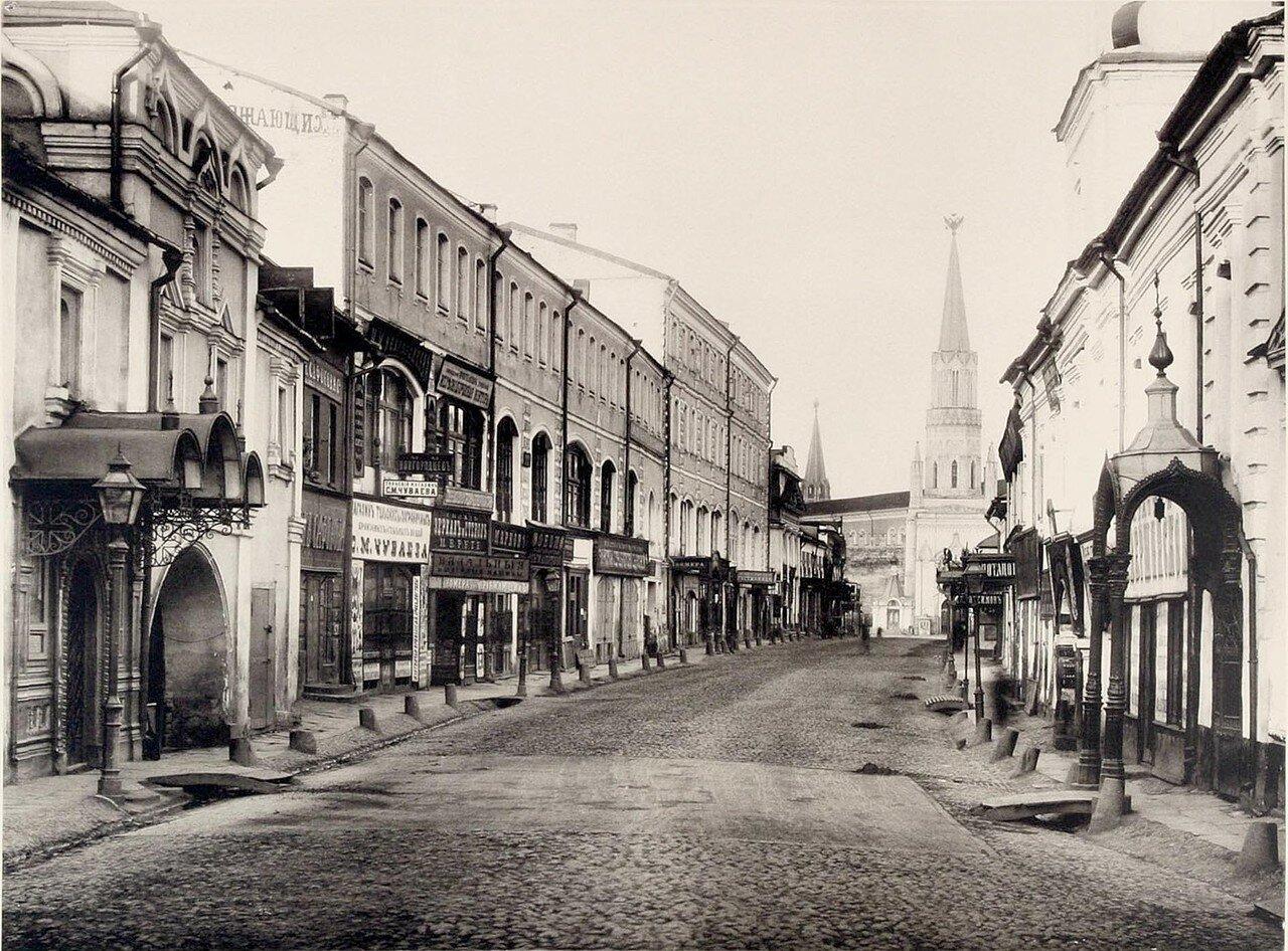 335. Вид Никольской (от Богоявленского переулка к Кремлю)