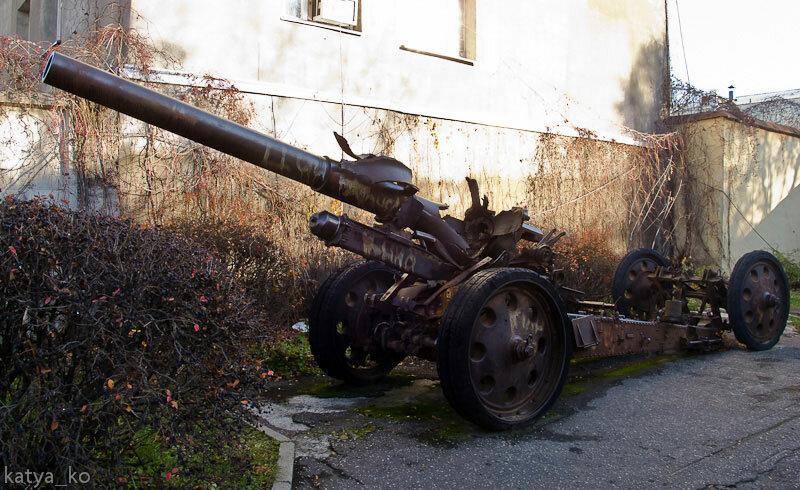 Пушка у музея