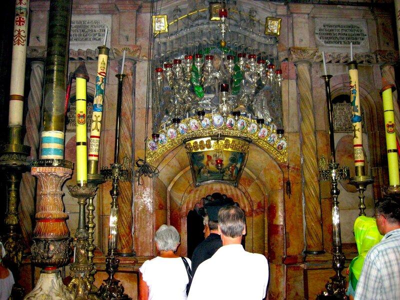 Вход в кувуклию Храма Гроба Господня