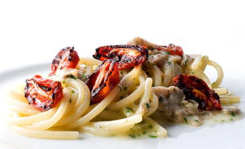 Rossa di sera spaghetti affumicati alle vongole con for Pomodoro senigallia
