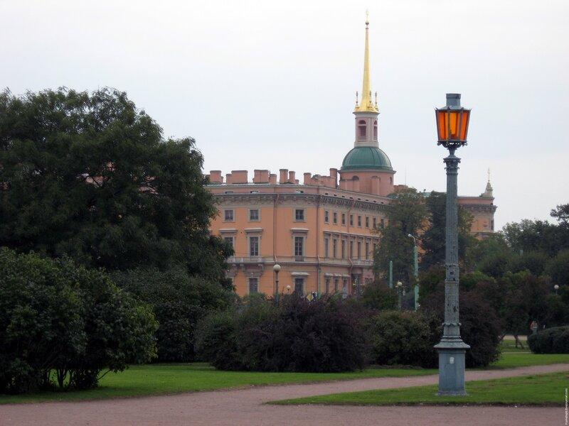 Санкт-Петербург, Марсово поле, Инженерный замок, Михайловский замок, фонарь, оранжевый