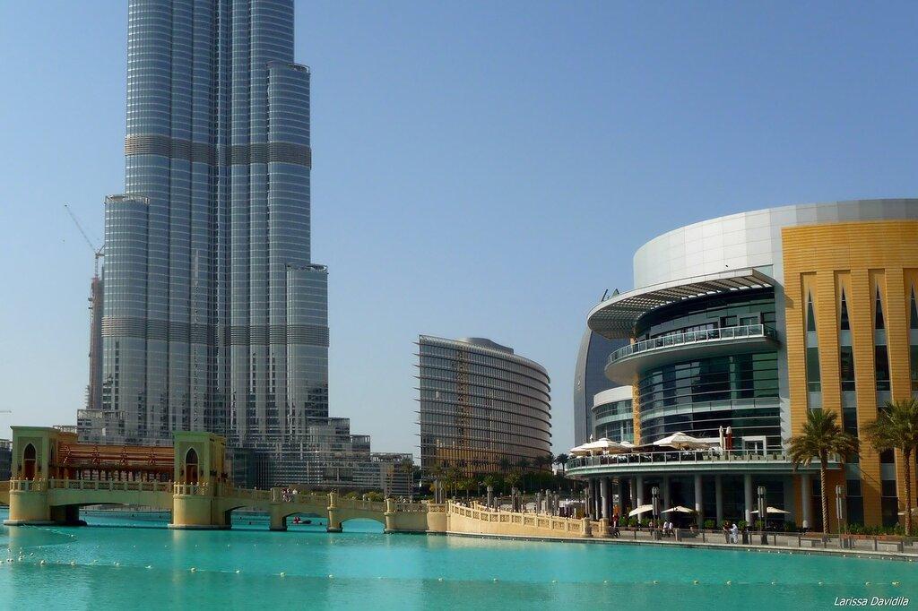 Вид на самое выское здание в мире и на торговый ецнтр.