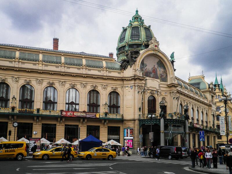 Общественный дом на площади Республики