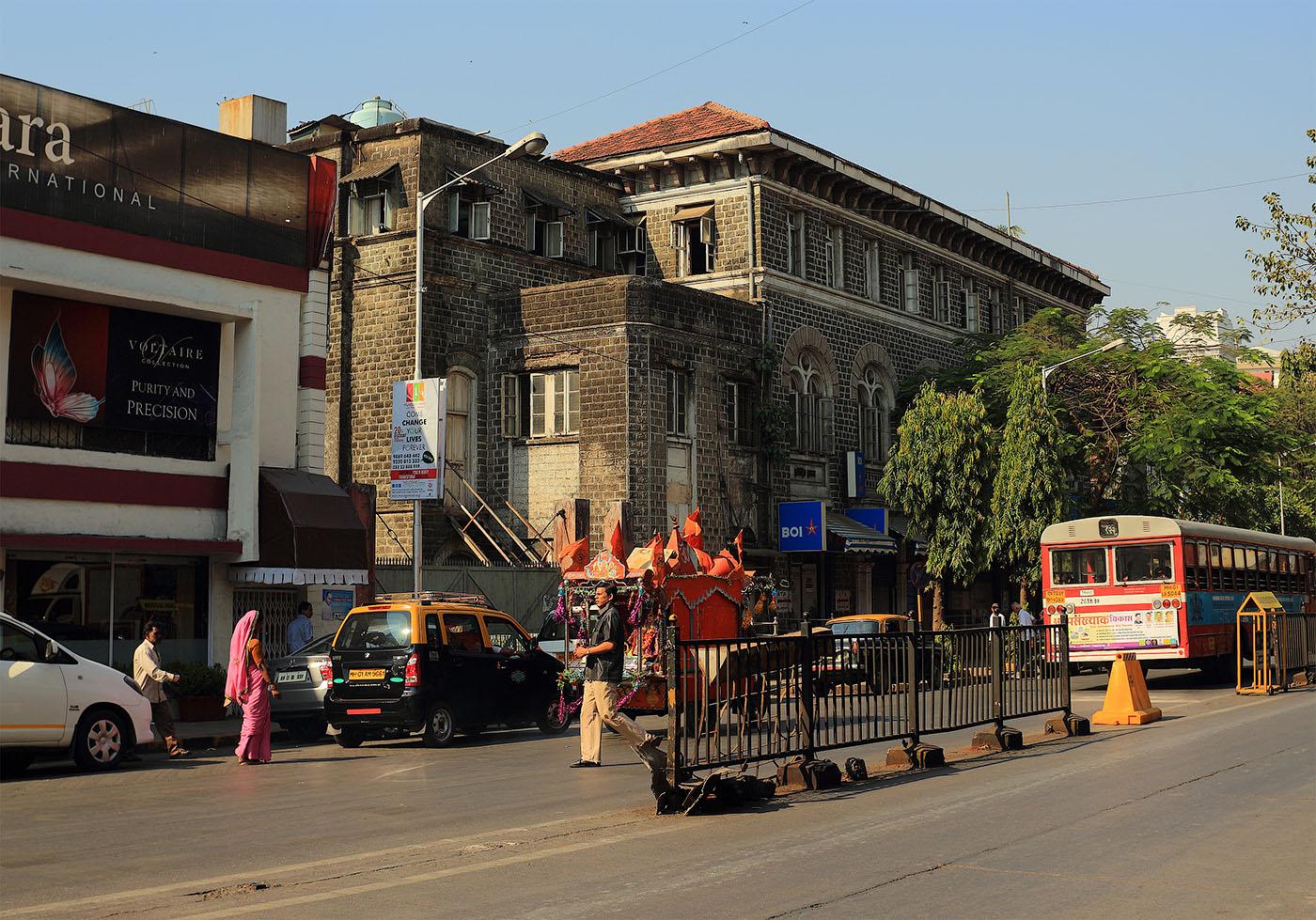 """Фото 5. Экскурсии по Мумбаи. Вспомним роман """"Шантарам"""". Улица Козуэй"""