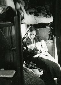41. Молодая женщина в  плацкатном вагоне
