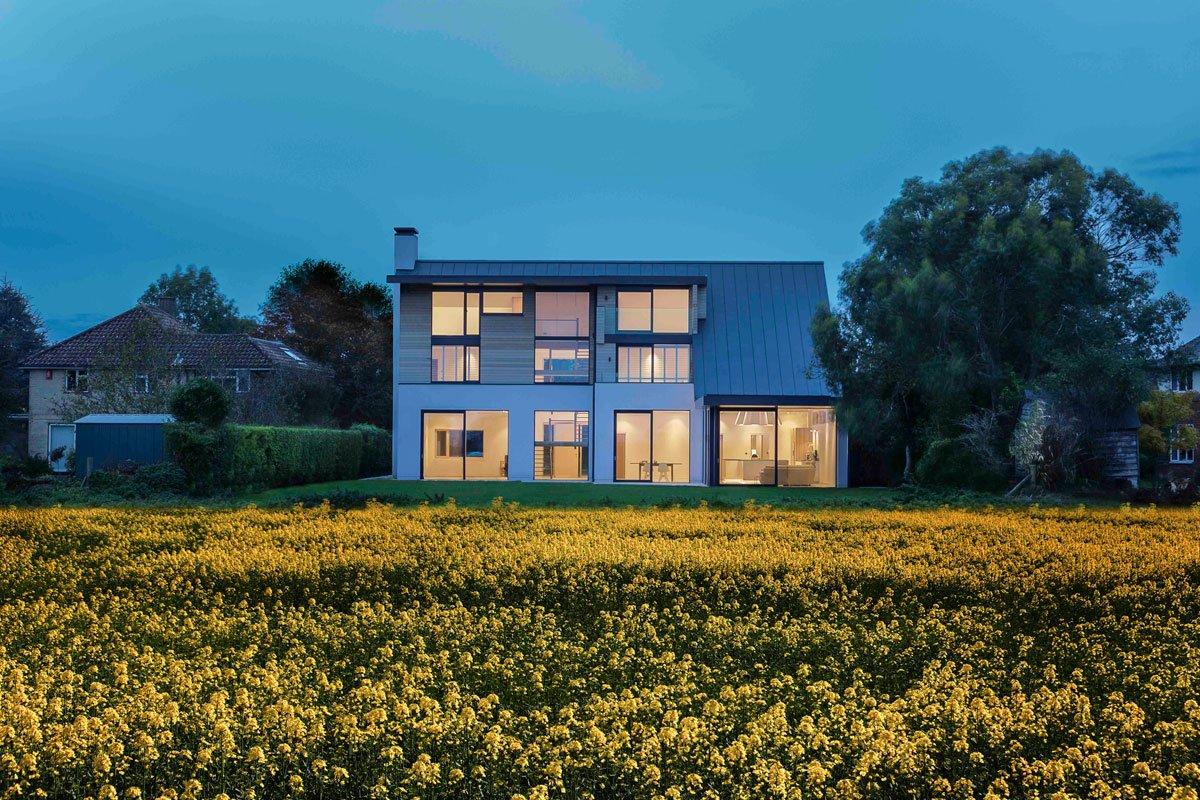 Современный дом для семьи в сельской местности