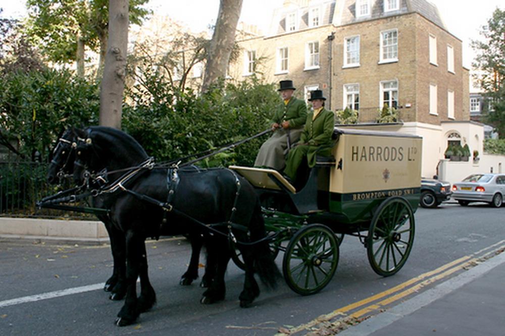harrods-horse-cart--large-msg-1130323401-2_resize.jpg