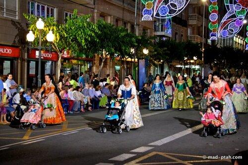 коляски, мамы, парад платьев
