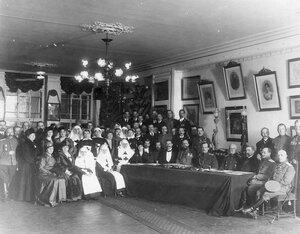 Группа членов пожарного общества с великим князем Андреем Владимировичем (сидит пятый справа).