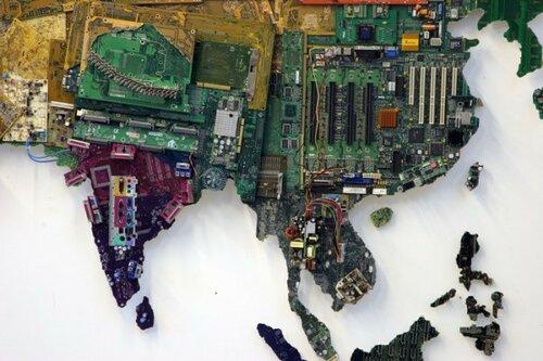 Карта мира из компьютерных деталей