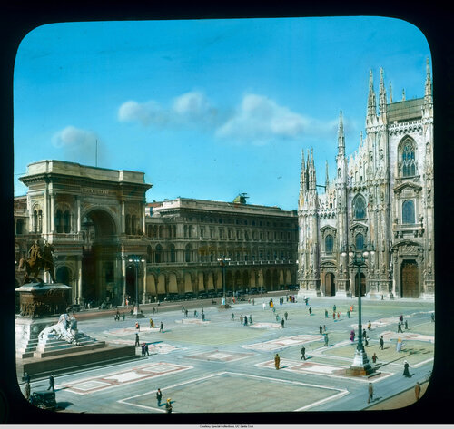 Milan: Piazza del Duomo: view with the Galleria Vittorio Emanuele II and the Cathedral
