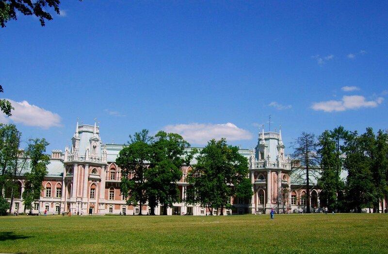 Панорама Большого дворца со стороны парка