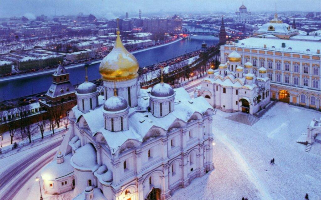 Kremlevskie-hramyi-zimoy.jpg