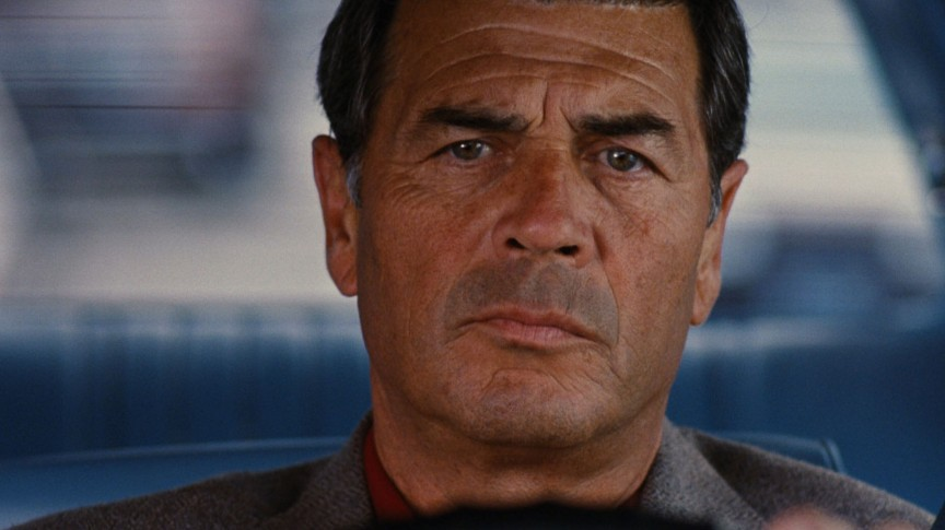 В начале фильма «Джеки Браун» Макс, которого сыграл Роберт Фостер, идет в кинотеатр, где с