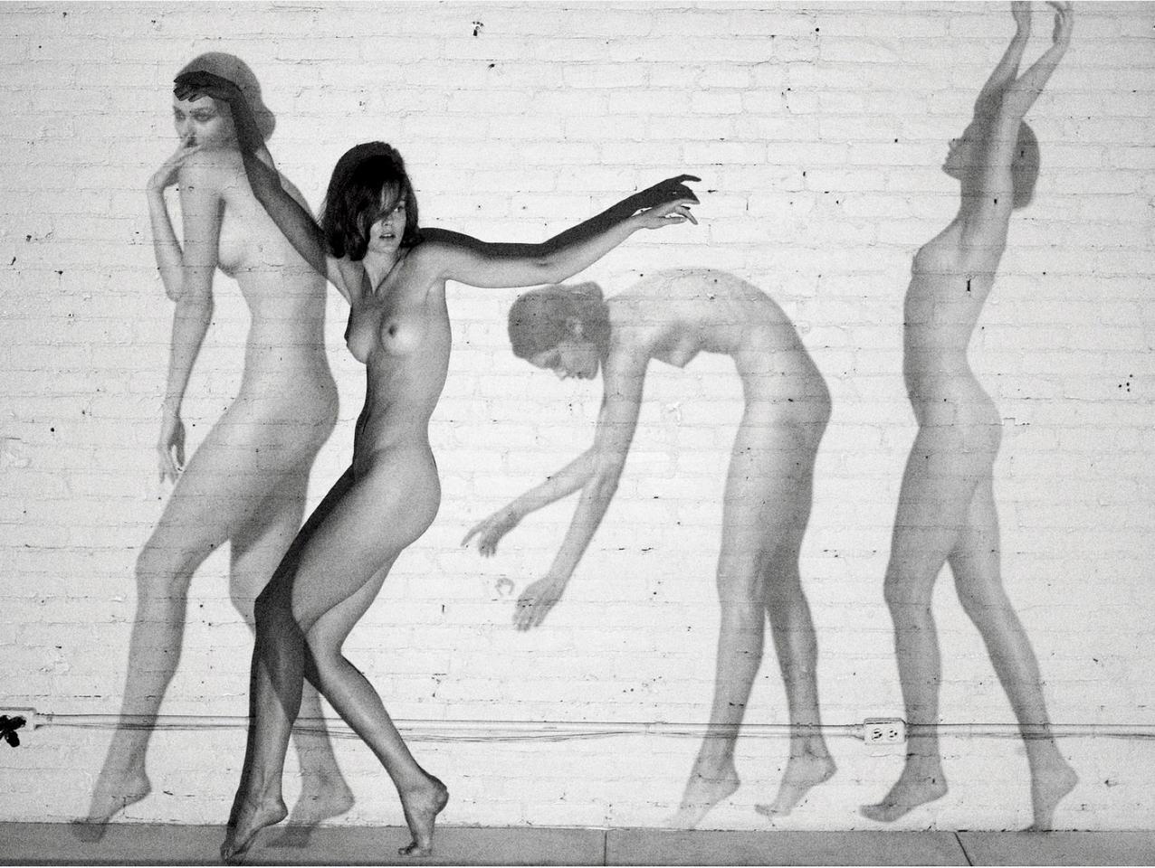 Польская модель Моника Ягачак в чёрно-белом арт-хаусе (16 фото)