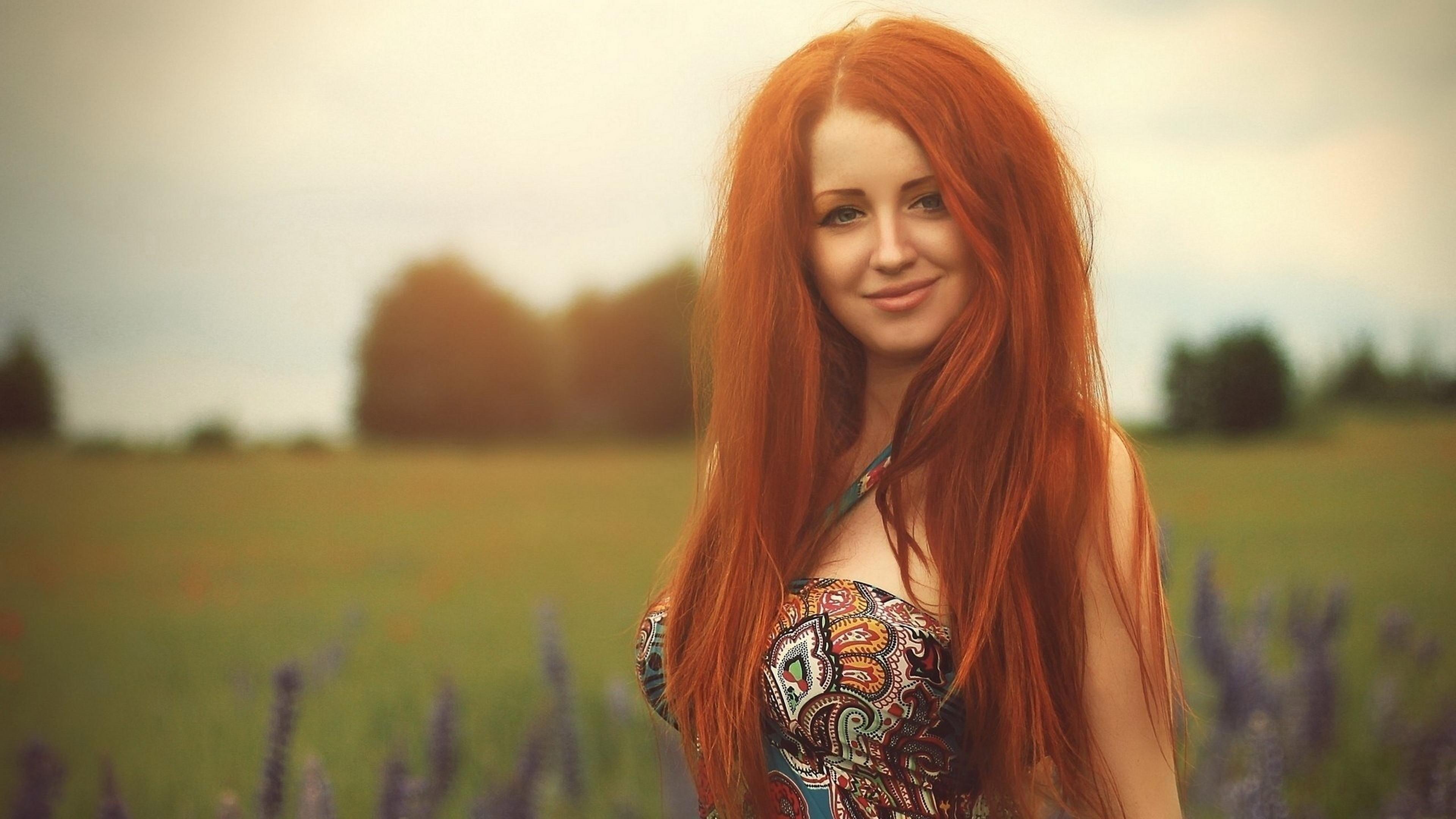 Рыжая девочка с большой грудью фото 1 фотография