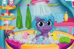 Малышка Пони Моется в Ванной