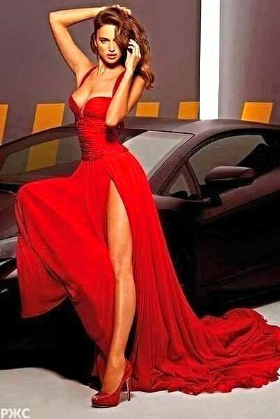 Красная Шапочка так потолстела, что не понятно из какой она сказки - про Шапочку или Колобок :