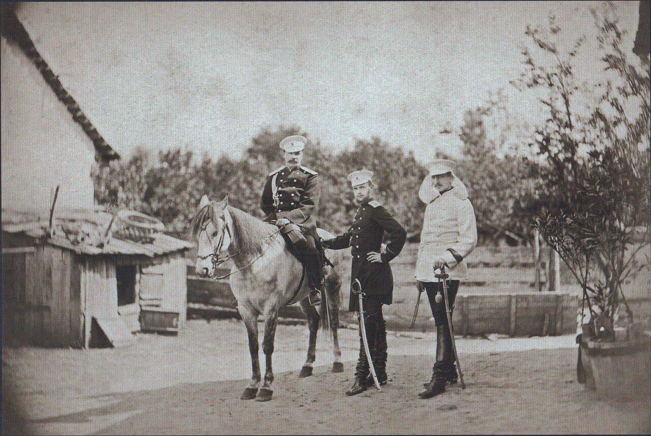 18. Великий князь Сергей Александрович, принц Александр Баттенберг и полковник Скариалин в селе Пордим, сентябрь 1877