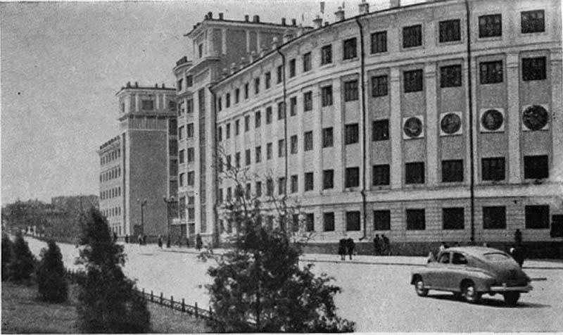 Административное здание на улице Воровского (бывшая гостиница). 1934 г.