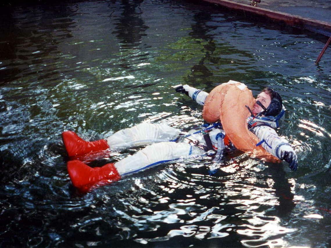 Проверка в бассейне