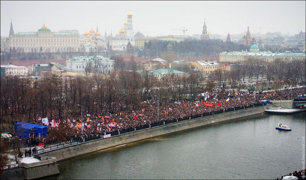 Пришли все - от политических партий до националистов. Были и те, кто даже не голосовал на выборах и пришёл на митинг просто посмотреть.