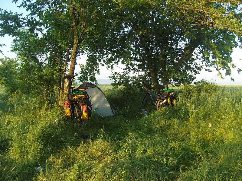 ночевали в кустах на пол-пути к Владиславовке