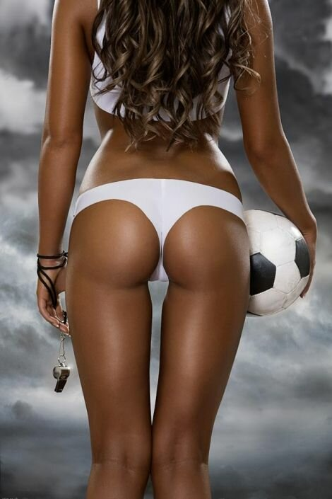Девушки, эротика, футбол... (Фото)
