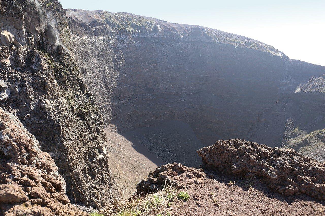 Vesuvius. Walk Around the Crater