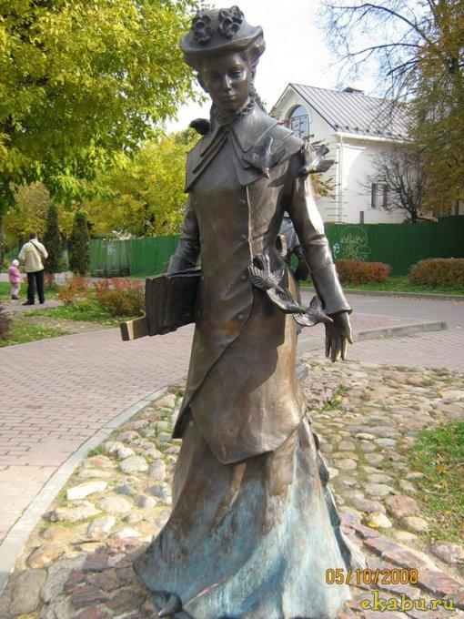 Памятник гимназистке (Дмитров)
