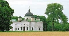 Георгиевская церковь в стиле ампир завершена в 1828 году усилиями Г. С. Тарновского. Хором в ней некоторое время управлял М. И. Глинка, а певчим был будущий композитор — С. С. Гулак-Артемовский