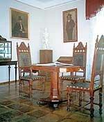 Уникальная кожаная мебель из дворца