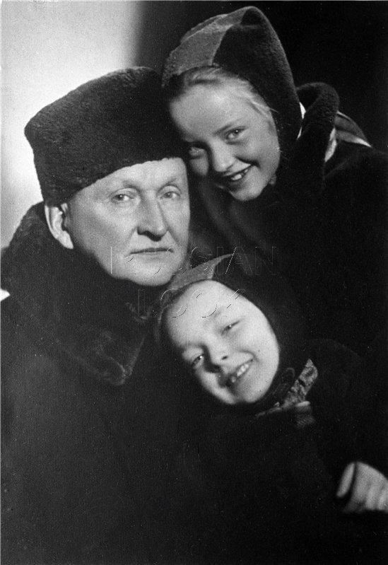 Маша и Настя Вертинские с папой